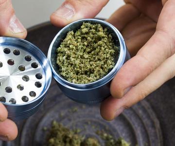 ¿Por qué no hay muchos dispensarios que vendan cannabis pre molido?