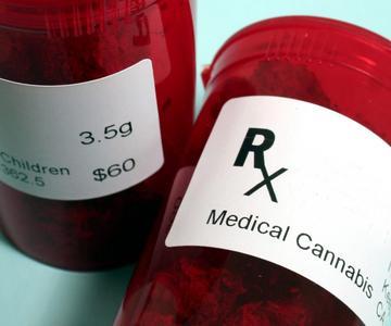 ¿Pueden los pacientes de marihuana medicinal poseer armas legalmente?
